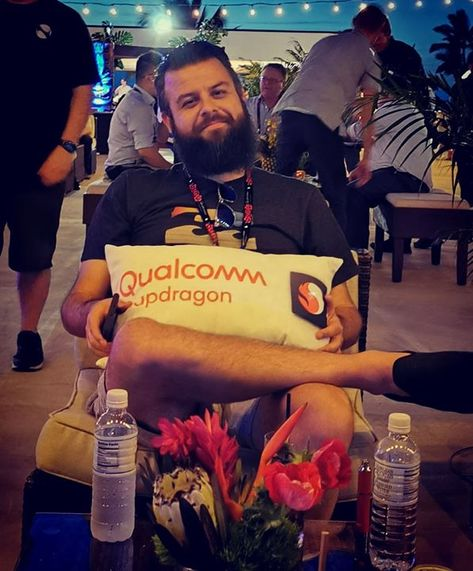 Vote #yes or #no below:   Take this Snapdragon pillow add to my collection with my NVIDIA GTC pillow   Also take this pillow because I really want it    #SnapdragonSummit