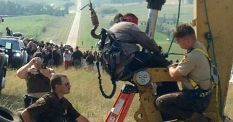 'World Watching' as Tribal Members Put Bodies in Path of Dakota Pipeline | Common Dreams | Breaking News & Views for the Progressive Community