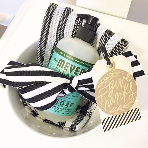 thanksgiving thanksgiving gifts DIY Hostess Gift Idea + Thanks Baby Shower Hostess Gifts, Shower Gifts, Host Gifts, Gifts For Friends, Diy Gift Baskets, Raffle Baskets, Neighbor Gifts, Thanksgiving Gifts, Holiday Gifts