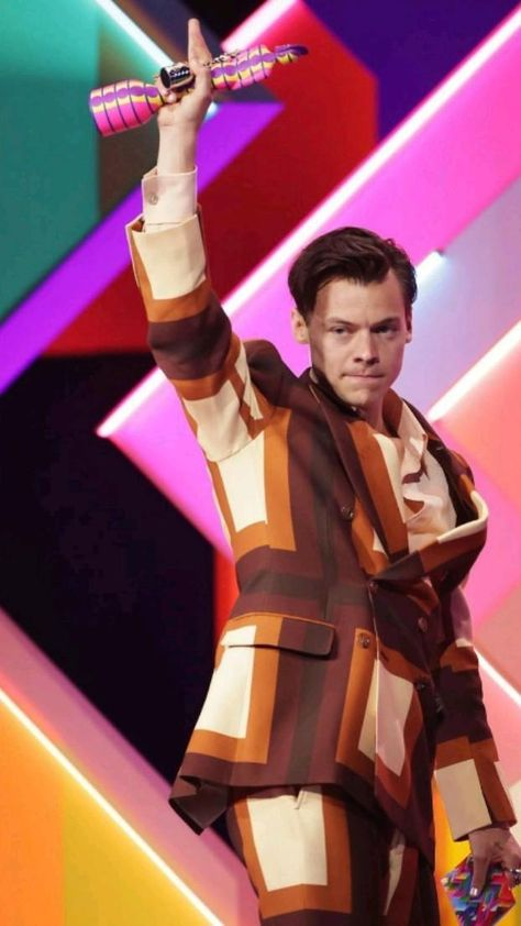 harry styles in brits awards 2021🤎