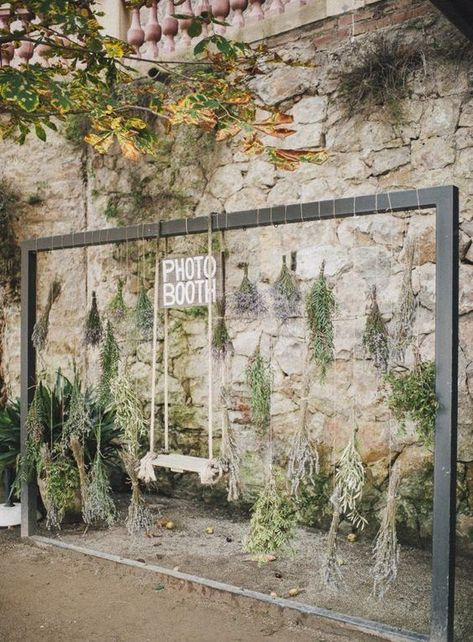 swing in photo booth http://itgirlweddings.com/modern-photo-booth-backdrop-inspiration/
