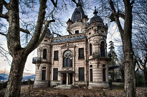 Amazing abandoned chateau - I hate to repin when I don't know where it is located, but this is just so beautiful.