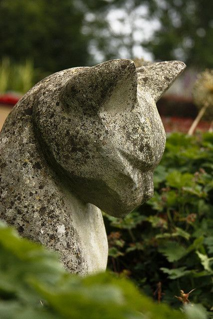 Stone cat garden sculpture - I love the lines. I wish I could see the rest of it.