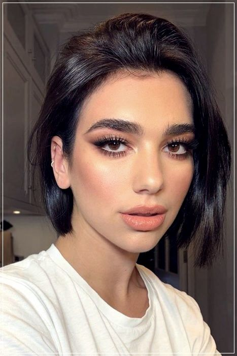 Know The Trend In Haircuts 2020 Short And Curly Haircuts In 2020 Medium Hair Styles Celebrity Short Hair Celebrity Hairstyles