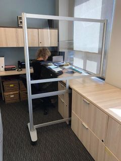 This Innovative Scissors Design Workstation Privacy Screen Creates Full In 2020 Modern Office Furniture Design Contemporary Office Furniture Office Furniture Modern