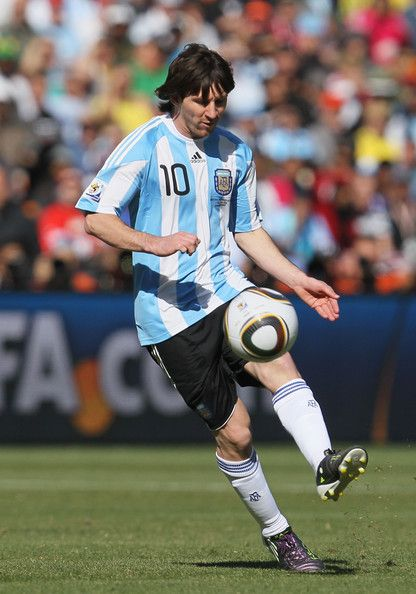 Lionel Messi Of Argentina In Action At The 2010 World Cup Finals Fotos De Lionel Messi Lionel Messi Futbol Messi
