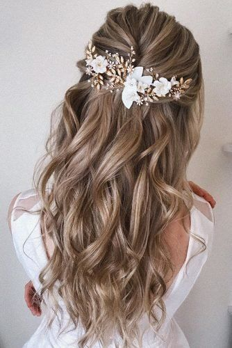 Best Wedding Hairstyle Trends 2019 wedding hairstyle on curly blonde hair half up half down with accessories pearly.hairstylist Best Wedding Hairstyle Trends 2019 wedding hairstyle on curly blonde hair half up half down with accessories pearly. Elegant Wedding Hair, Wedding Hair Down, Wedding Hair And Makeup, Wedding Hair Accessories, Wedding Hair Blonde, Bride Hair Down, Dream Wedding, Wedding Hair With Braid, Wedding Hair Styles