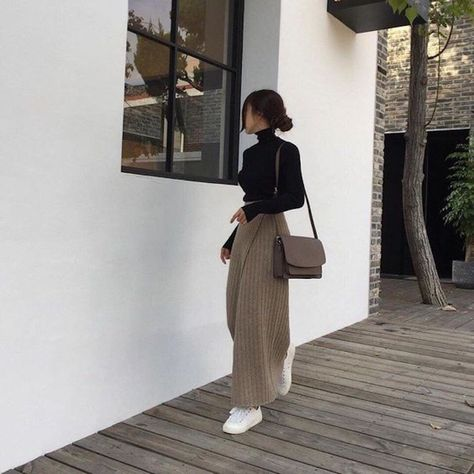 black tutleneck brown trousers wide leg satchel white trainers korean fashion ulzzang 얼짱 autumn fall casual outfits clothes street everyday comfy aesthetic soft minimalistic kawaii cute g e o r g i a n a : c l o t h e s Mode Outfits, Korean Outfits, Fall Outfits, Casual Outfits, Fashion Outfits, Winter Outfits Korea, Japan Outfit Winter, Modest Winter Outfits, Japan Outfits