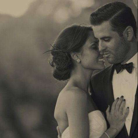 The Perfect Classy Wedding Photo @Jason Stocks-Young Lambert Would look pretty good with you Mr. Lambert