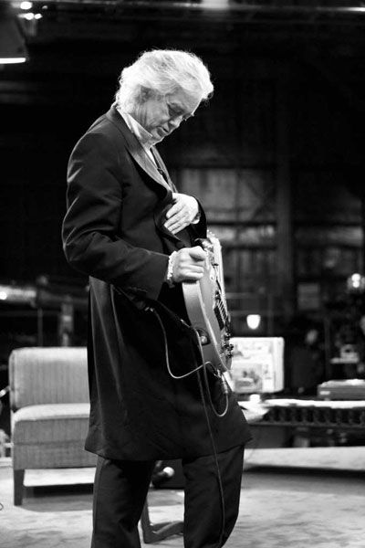 Jimmy Page playing AxCent Tuning's Self-Tuning-Guitar