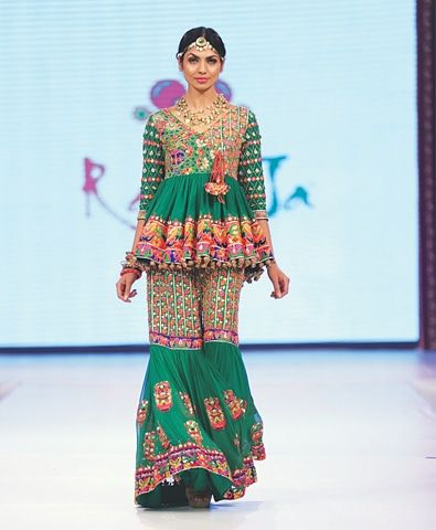 Rang Ja - LOVE THIS LOOK! So cute and playful and this is a nice shade of green to pair with the pinks and oranges. The Short top is cute too