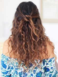 9 Easy On The Go Hairstyles For Naturally Curly Hair In 2019