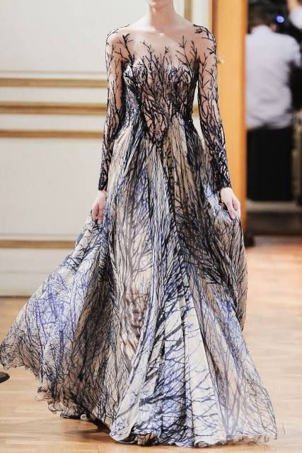 Zuhair Murad Fall Winter Haute Couture Collection I love the print, how it looks kinda of like black frost, or branches Style Couture, Couture Fashion, Paris Fashion, Fashion Show, Fashion Design, High Fashion, Gowns Couture, Haute Couture Paris, Couture Shoes