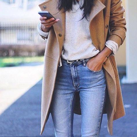 Manteau camel + sweat gris clair chiné + jean bleu taille haute = le bon look – Taaora – Blog Mode, Tendances, Looks