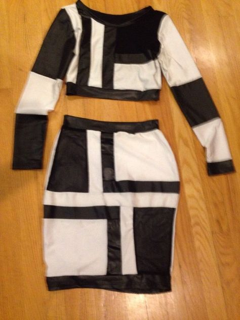 Fashion Black And White Mini Skirt Set Size