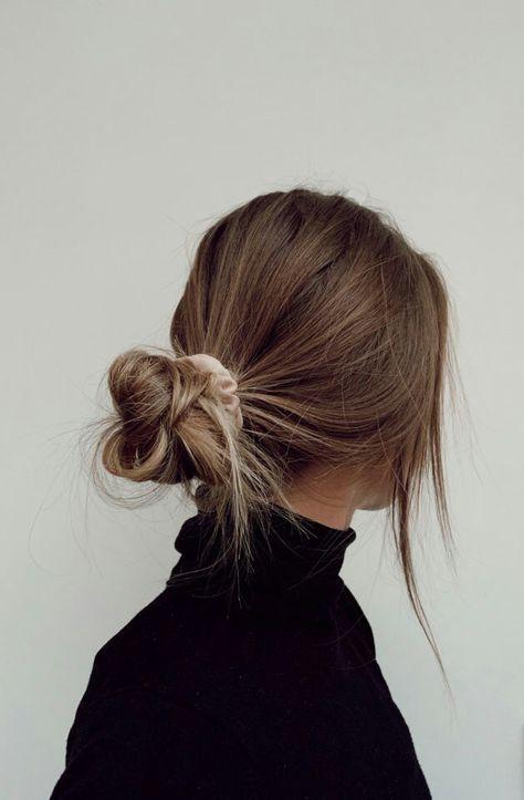Hair Inspo, Hair Inspiration, Hair Streaks, Brown Blonde Hair, Light Brown Hair, Brown Hair Messy Bun, Blonde Bun, Blonde Honey, Blonde Braids