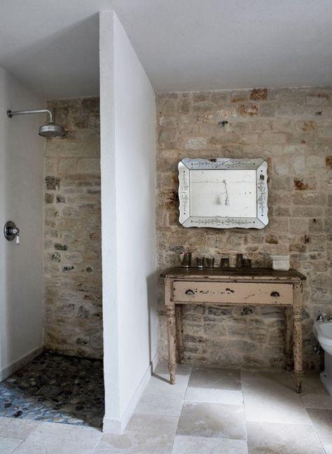 Landelijke badkamer | inloopdouche | stenen | inspiratie - Makeover.nl