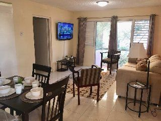 Modern 1 Bedroom Apartment Nightly Rate For Rent In Oxford Manor Apartments Heart Of New Kingston Kingsto 1 Bedroom Apartment Bedroom Apartment 1 Bedroom House