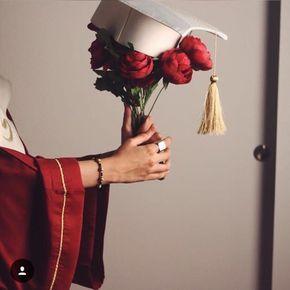 صور قبعات تخرج ليدي بيرد Girl Graduation Pictures Graduation Portraits Graduation Photography