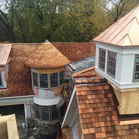 Beautiful Copper And Cedar Shakes Call 905 684 1665 To Arrange Your Free Estimate Visit Our Website To Learn More At Https Th Cedar Roof Cedar Cedar Shakes