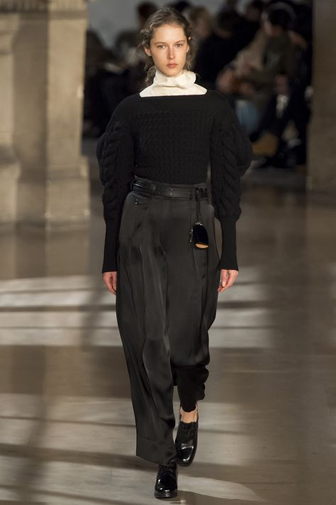 Lemaire Fall 2016 Ready-to-Wear Fashion Show  http://www.theclosetfeminist.ca/  http://www.vogue.com/fashion-shows/fall-2016-ready-to-wear/christophe-lemaire/slideshow/collection#2