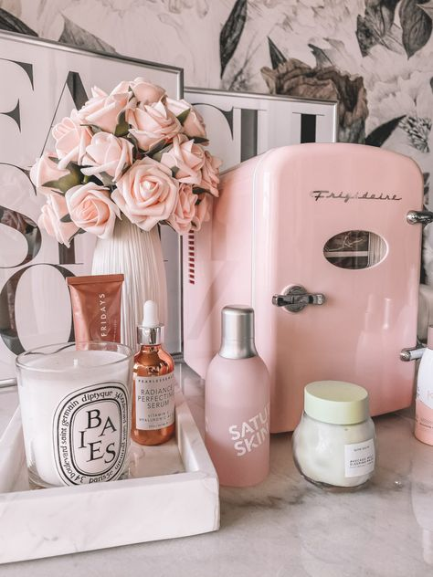 Skin Fridge Pink skin fridge Skin care essentials skin fridge essentials Skin care products Blondie in the City by Hayley Larue Room Ideas Bedroom, Diy Bedroom Decor, Cute Room Decor, Spa Room Decor, Study Room Decor, Home Decor, Glam Room, Aesthetic Room Decor, City Aesthetic