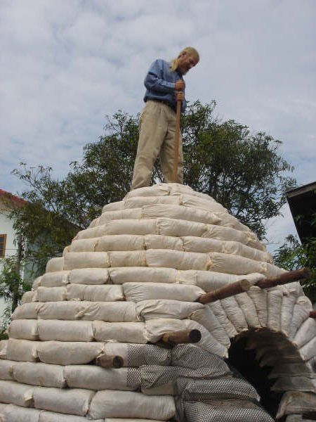 Cómo Construir Un Domo Con Sacos De Tierra Cúpula De Casa Construcciones De Adobe Contruccion De Casas