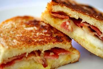 Grilled cheese sandwich with bacon