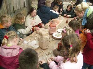 Middeleeuws erf | Het Groene Huis Amersfoort | Middeleeuwen, Boerenerf, Vroege middeleeuwen