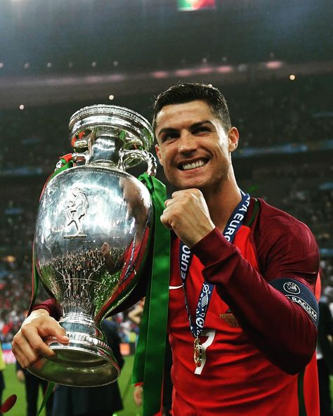 Top quotes by Cristiano Ronaldo-https://s-media-cache-ak0.pinimg.com/474x/bb/ba/2e/bbba2e0f90398bd7b76c377b19b82afe.jpg