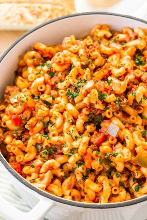 American Chop Suey Is A Delicious And Easy Dinner Recipe Made With Ground Beef Tomato Onion Green Pepper In 2020 Easy Dinner Recipes American Chop Suey Beef Dinner