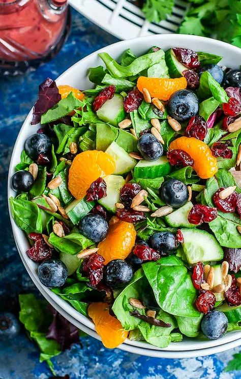 Cranberry Blueberry Salad with Blueberry Balsamic Dressing Cranberry Blueberry Spring Mix Salat mit Blaubeerbalsamico-Dressing Summer Salad Recipes, Healthy Salad Recipes, Vegetarian Recipes, Cooking Recipes, Balsamic Salad Recipes, Simple Salad Recipes, Best Summer Salads, Salad Recipes Gluten Free, Simple Salads