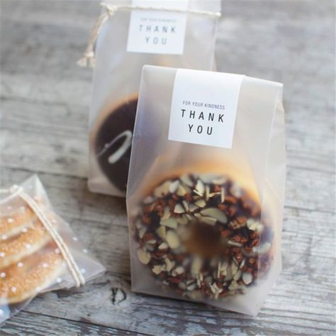 Desserts Translucent packaging bag plastic bags pouches wrappers cupcake Your One Dessert Packaging, Bakery Packaging, Food Packaging Design, Gift Packaging, Cupcake Packaging, Cookies Branding, Plastic Food Packaging, Cupcakes Packaging Ideas, Diy Cookie Packaging