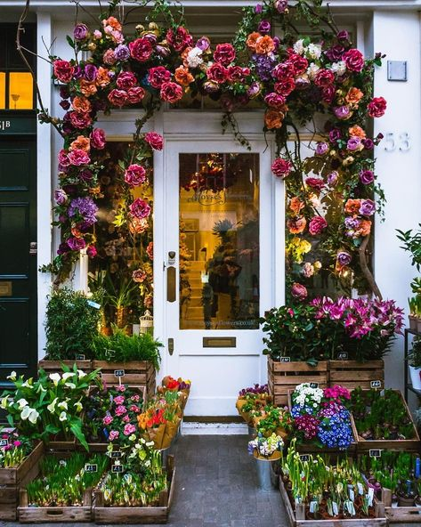This 4 day London itinerary is filled with things to do in London for first timers, including a mix of city highlights and hidden gems.