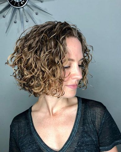 40 Trendy Low Maintenance Short Hairstyles For Curly Hair Year Round Short Curly Bob Hairstyles Hair Styles Curly Hair Styles