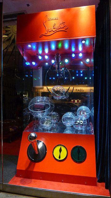 Vitrine Christian Louboutin - Paris, juillet 2012 www.instorevoyage.com   #in-store marketing #visual merchandising