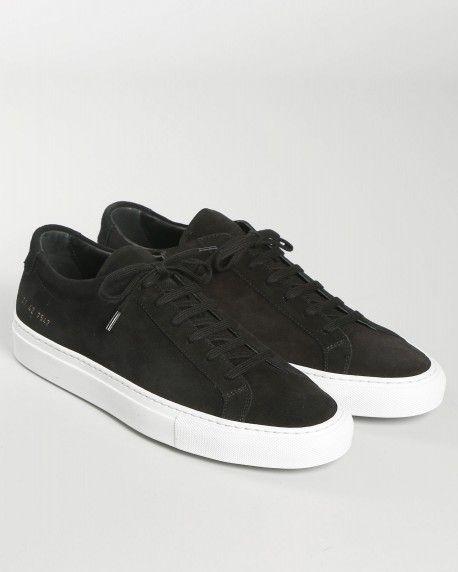 svarta skor med vit sula