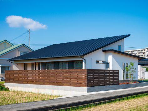 大きな片流れの屋根が印象的な平屋 切妻屋根にせず あえて片流れ