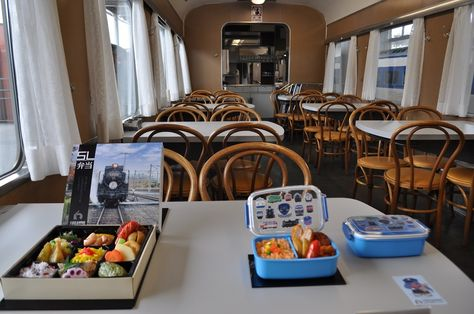 食堂車のナシ20ではランチメニューの提供もある。 オープン間近の「京都鉄道博物館」4つの魅力 | 旅・趣味 | 東洋経済オンライン