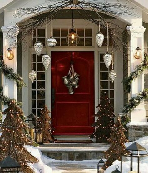 25 Really Awesome Christmas Front Door Decor Ideas Christmas Front Doors Front Door Christmas Decorations Christmas Door Decorations