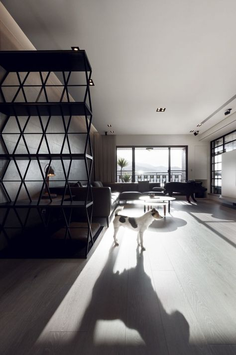 Le salon minimaliste d'un appartement design à Taiwan. Plus de photos sur Côté Maison http://petitlien.fr/7ux6