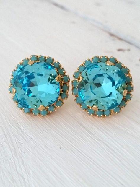#weddings #jewelry #earrings #bridesmaidgift #bridalearrings #vintageearrings #bridesmaidsearrings #swarovskiearrings #crystalstudearring #weddingjewelry #blue #lightblue #rhinestoneearrings #aquabluestuds #seafoamstuds