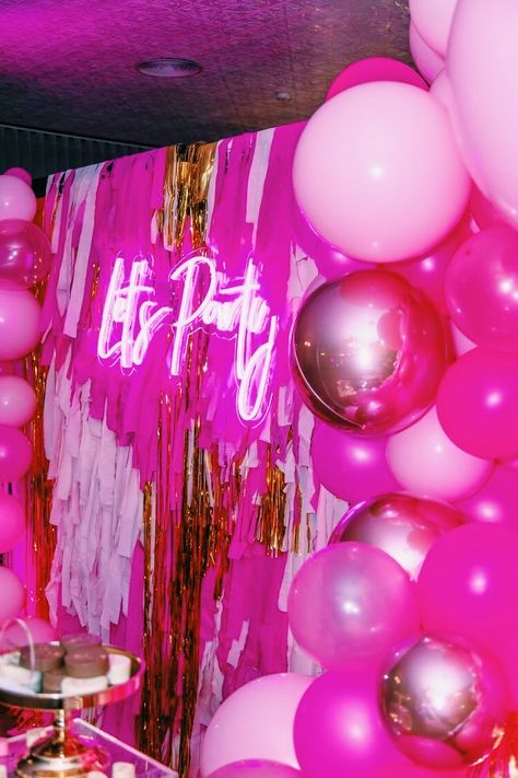 23 Ideas neon birthday party for 2020 Neon Birthday, Birthday Goals, Birthday Party For Teens, Barbie Birthday, 14th Birthday, Birthday Party Decorations, 21 Birthday Themes, 21 Birthday Sign, Neon Party Themes