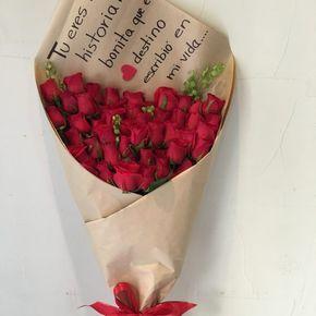 Bouquet De 100 Rosas Rojas Flores Regias Bouquet De Rosas Rojas Rosas Rojas Moños De Liston