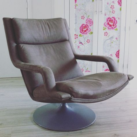 2e Hands Artifort Fauteuils.Her Stoffering Artifort Fauteuil In Leder Spinneybeck
