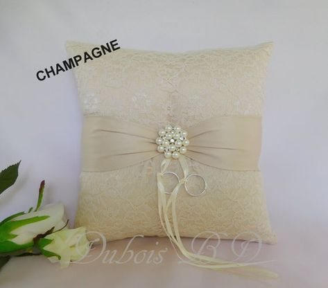 Ivory ring bearer pillow, Lace ring