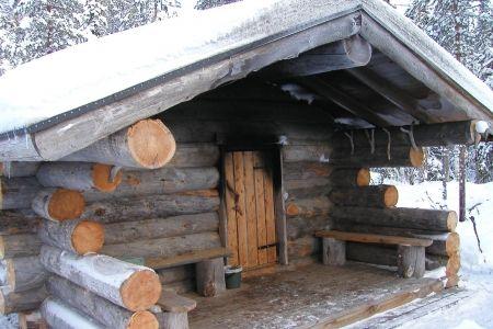 Österreichisches Altholz und ein hochmoderner Wasserradofen sind - schlichtes sauna design holz seeblick