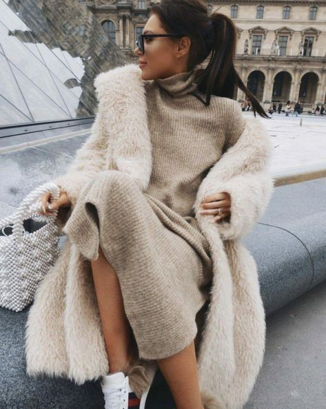 40 Outstanding Casual Outfits To Fall In Love With: Casual outfits for spring & fall to get inspired by! If you're looking for causal outfit inspiration, casual everyday outfits and fashion ideas, these 40 beautiful outfits by fashion bloggers will motivate you to look trendy in no time. | Image by © LornaLuxe / White teddy coat / #teddycoat #Casualeverydayoutfits #casualoutfits #outfitsinspiration #casualoutfitinspiration #fashionideas #fashioncasualmodest