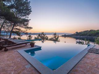 Auf Hvar 4 Schlafzimmer Fur Bis Zu 11 Personen Luxus Villa Direkt Am Meer Sc Ferienwohnung Kroatien Am Meer Ferienhaus Kroatien Ferienhaus Kroatien Am Meer