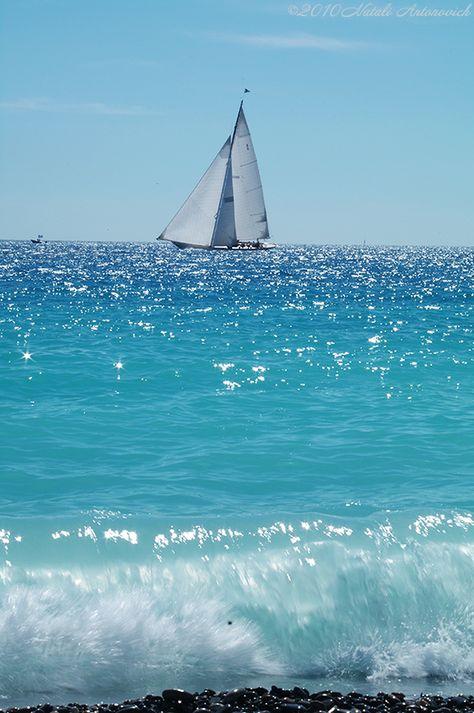 Sailing boat on a blue sea Sea And Ocean, Ocean Beach, Ocean Waves, No Wave, Belle Photo, Beautiful Beaches, Beautiful Things, Seaside, Coastal